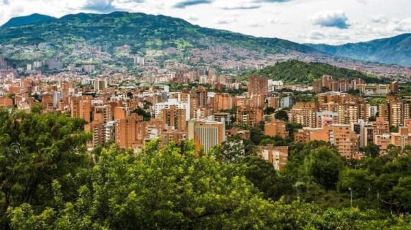 Medellin'den bir görünüm